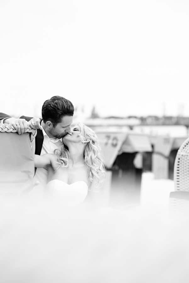 Brautpaar am Strand Hochzeitsfotografie Hamburg Elbvororte