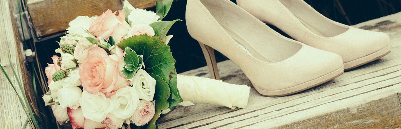 Brautstrauß mit Schuhen Hochzeitsfotografie Hamburg
